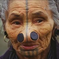 Apa Tani Frau mit Nasenscheiben