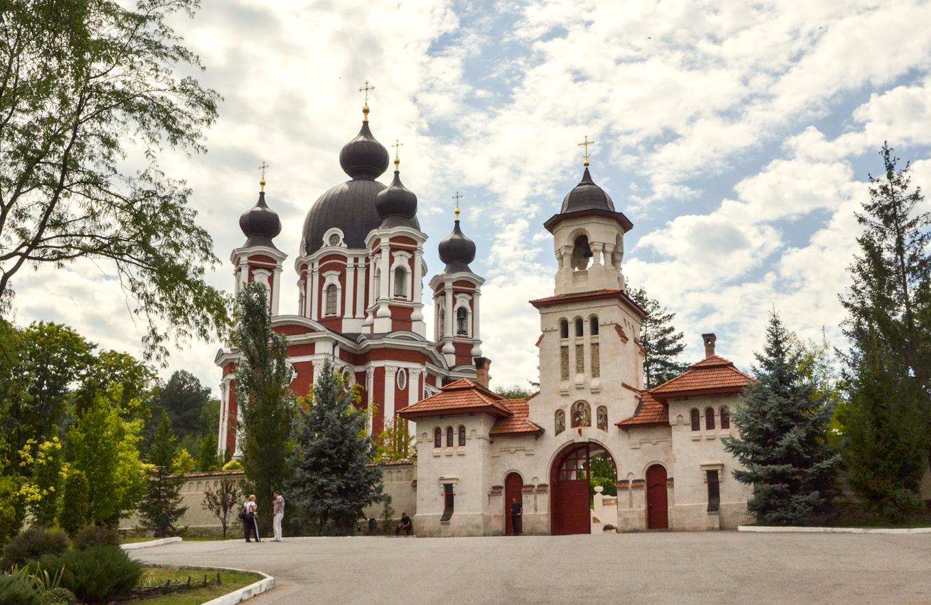 moldova-curchi-monastery